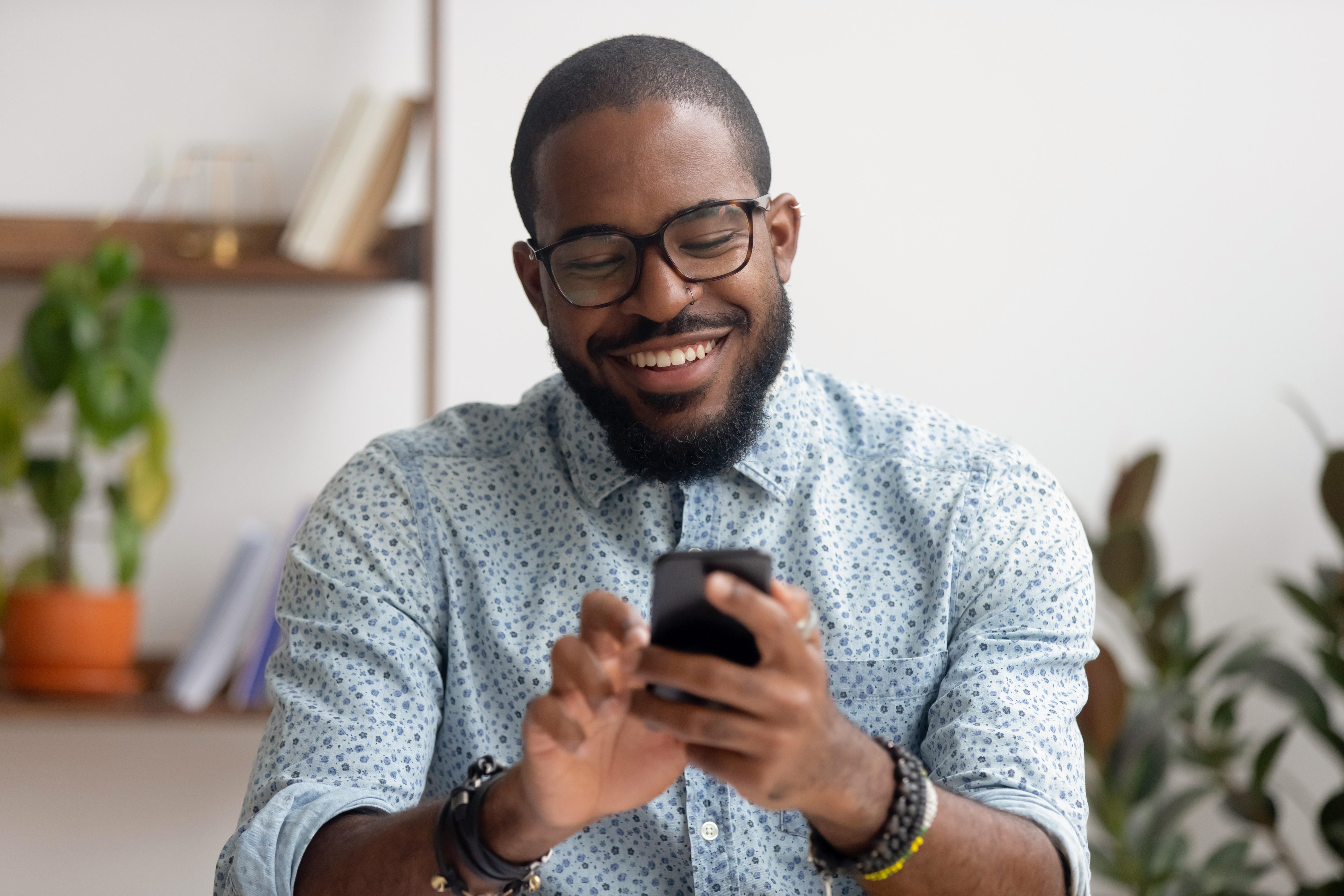 Man smiling at smartphone